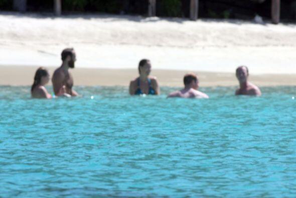 Como sirenitos en el agua, el príncipe William, Pippa, James y am...