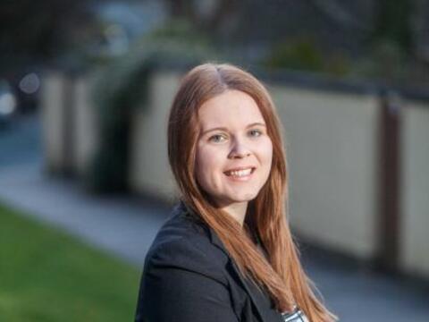Ella es Chloe Inman de 16 años, vive con su familia en Playmoth,...