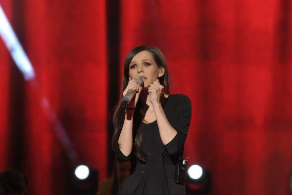 Como siempre impresionó al público con su hermosa y potente voz.