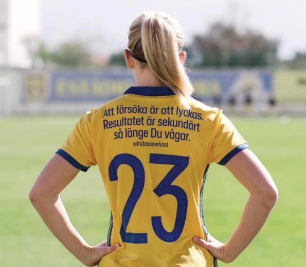 El homenaje en las playeras de la selección femenina de Suecia en el Día...