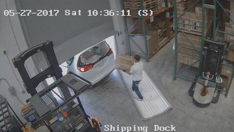 Ladrones roban miles de condones y 15,000 dólares en juguetes sexuales