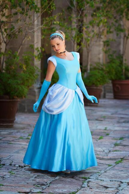 Marjorie de Sousa vestida de Cenicienta