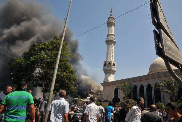 La primera explosión tuvo lugar en la mezquita de Al Taqwa, en el centro...