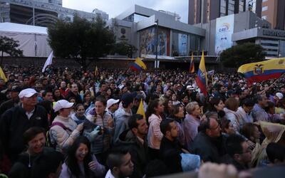 Opositores ecuatorianos bloquean calles de Quito en rechazo a los result...
