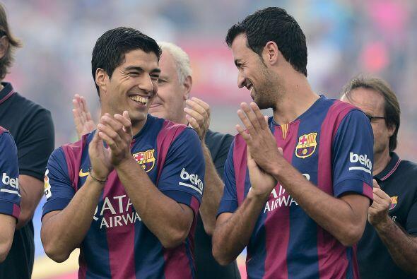Suárez ya se nota bastante a gusto en su nuevo equipo, aquí bromeando co...