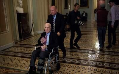 El senador republicano John McCain