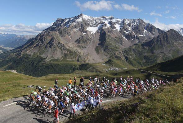 La general llega apretada a un lugar sagrado del Tour de Francia, donde...