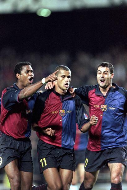 2000: El brasileño Rivaldo (Barcelona) compartió el honor con el español...