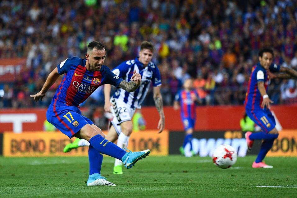 Messi y Neymar consuelan al Barcelona con la Copa del Rey GettyImages-68...