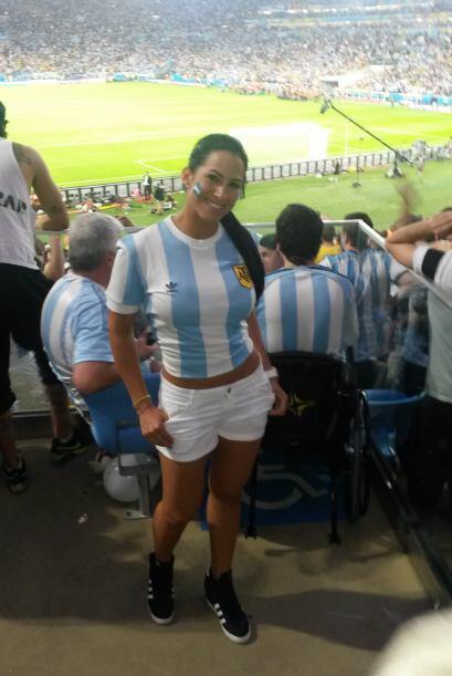 La senadora estaba muy alegre apoyando a la selección de Argentina.