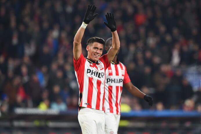 El 'Chucky' Lozano mantiene la excelente relación entre México y el PSV...