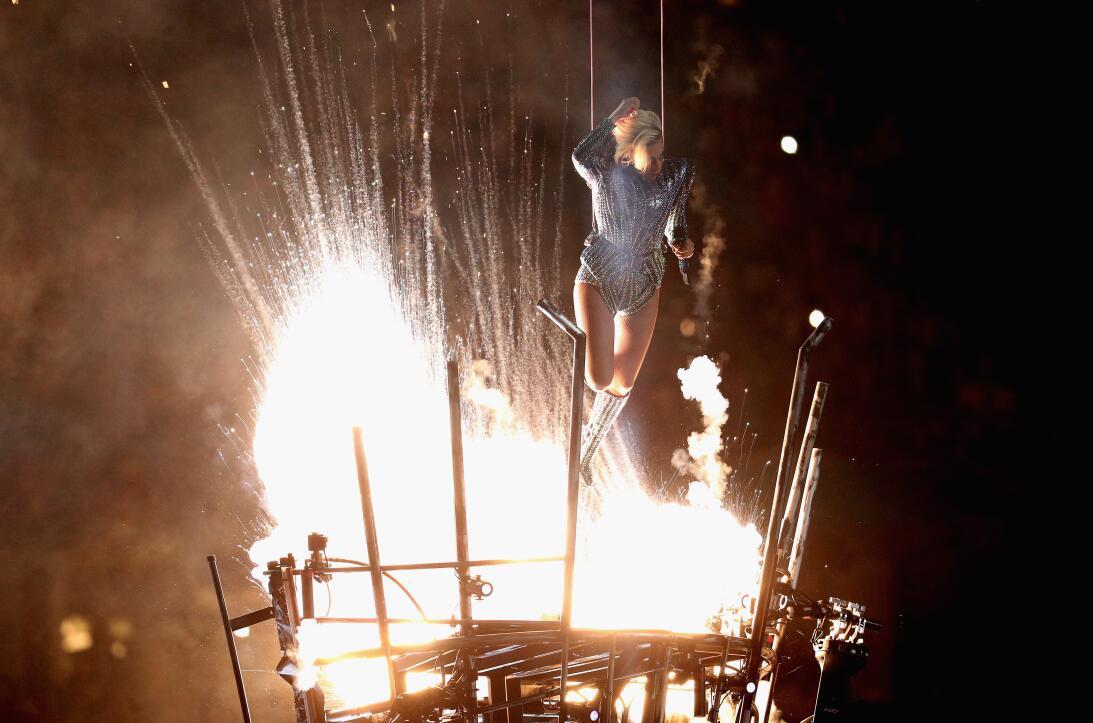 Lady Gaga le 'dio vuelo' al espectáculo de medio tiempo en el Super Bowl...