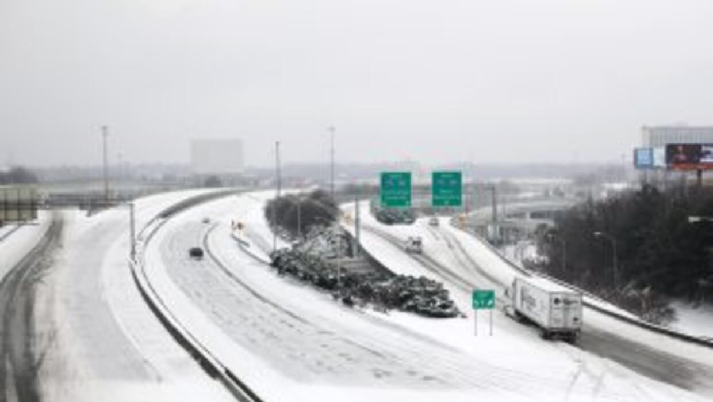 La tormenta invernal de este martes depositó pocos centímetros de nieve,...