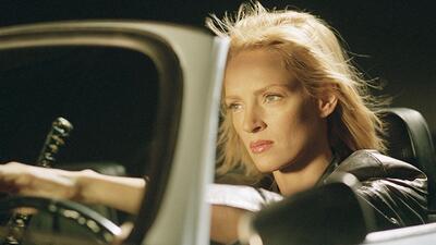 Uma Thurman como Breatrix Kiddo o 'la novia' al volante de un Karmann Gh...