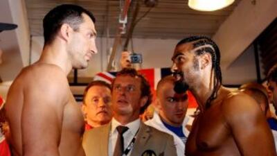Wladimir Klitschko aventaja a David Haye por 30 libras.