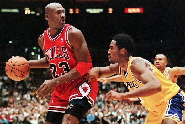TOTAL DE JUEGOS - Kobe Bryant 1,267 - Michael Jordan 1,072