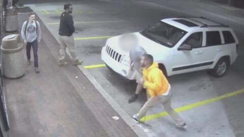 En video, el indignante puñetazo que un sujeto le propinó a un joven dis...