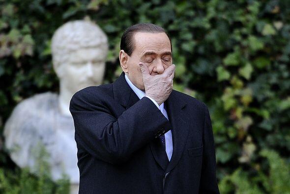 El primer ministro italiano Silvio Berlusconi fue acusado de prostituci&...
