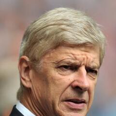 Arsene Wenger, el veterano entrenador de los londinenses, veía la labor...