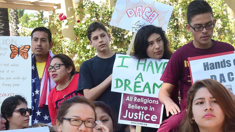 Desde que DACA entró en vigor, cerca de 800,000 jóvenes indocumentados h...