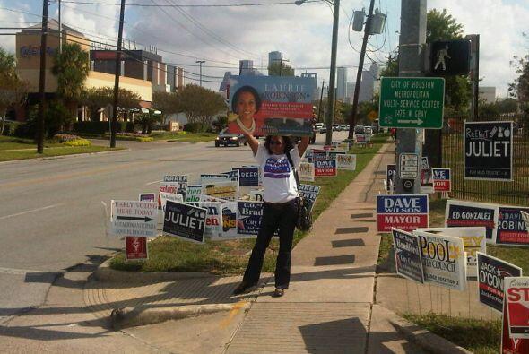 Inició en el Condado Harris la votación temprana de las elecciones de no...