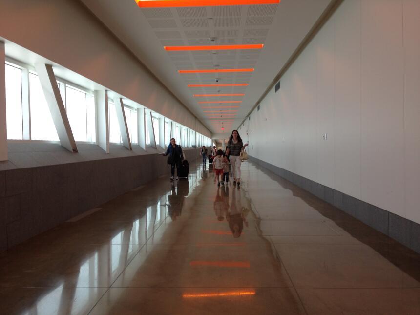 El pasadizo en Tijuana por el que miles de personas cruzan la frontera.