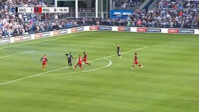 Tres defensas no fueron suficientes y Dániel Sallói perfora las redes, Sporting KC 2-0 Salt Lake