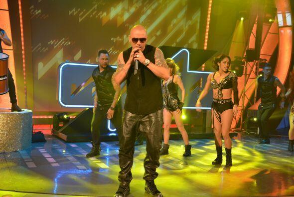 El cantante boricua se apoderó del escenario desde el primer segundo de...
