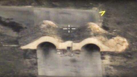 Imagen de cómo quedó la base atacada en Siria por Estados Unidos.