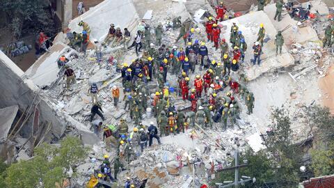 Labores de rescate en Colonia Condesa, al centro de la capital mexicana,...