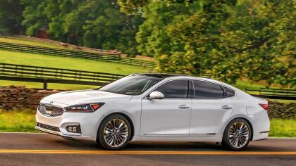 """<h3 class=""""cms-h3-H3"""">6. Kia Cadenza</h3><br/>Los dueños del sedán grande de tracción delantera de Kia que participaron en el estudio de Consumer Reports reportaron problemas en el sistema climático y en los sistemas de escape y distribución de combustible."""