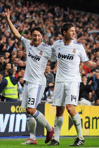 Más tarde, el alemán Mesut Özil puso el segundo tanto para su equipo en...