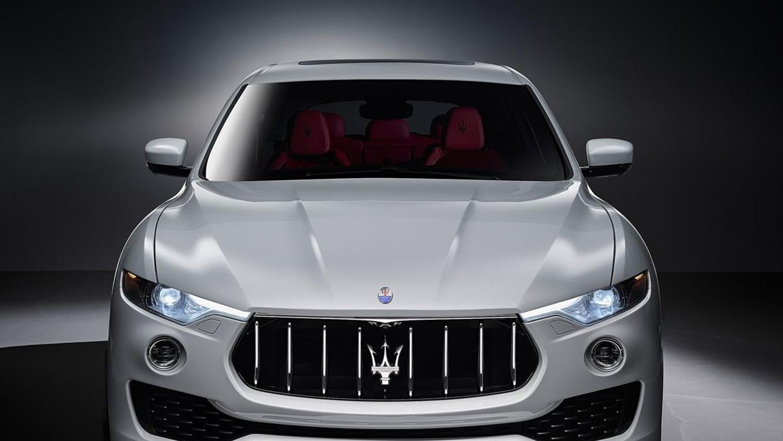 La agresiva parilla cóncava de la Maserati Levante, sugiere potencia y p...