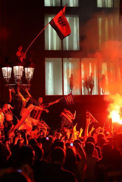 Salve el campeón Barcelona y su público, que grita a los cuatro vientos...
