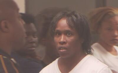 Arrestan y acusan a una mujer de atropellar a su exnovio