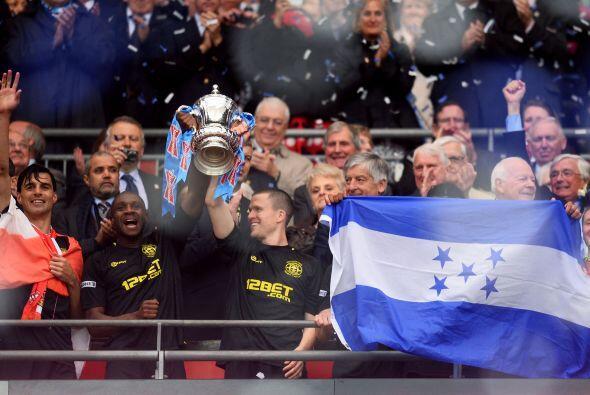 El Wigan recogía al trofeo de campeón de la Copa de Inglaterra.