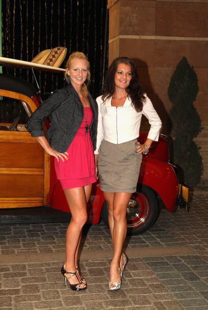 Urszula Radwanska (izq) y Agnieszka Radwanska de Polonia a su arrivo a l...