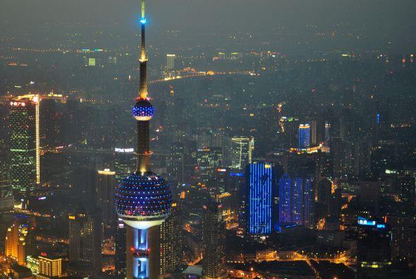 The Oriental Pearl TV Tower, Shangai, China -  El 2 de abril todos los g...