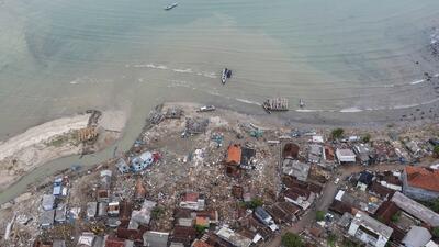 Resultado de imagen para Indonesia, en alerta por la actividad del volcán que causó el tsunami