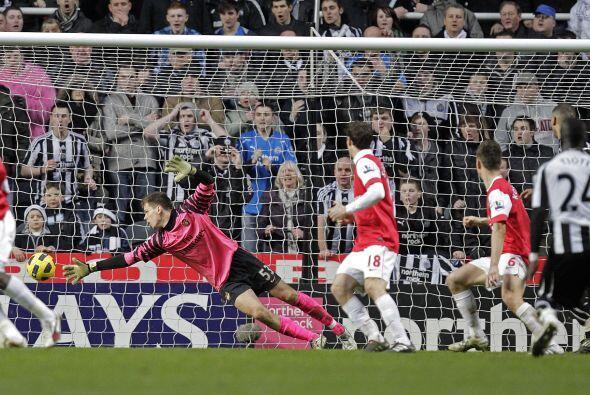 A los 26 minutos del primer tiempo, Arsenal ganaba 4 a 0. El holandés Ro...