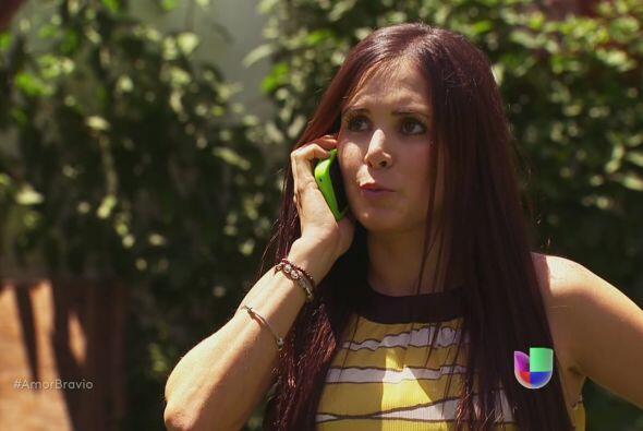 Natalia le dice a Camila que está dispuesta a ayudar con el plan.