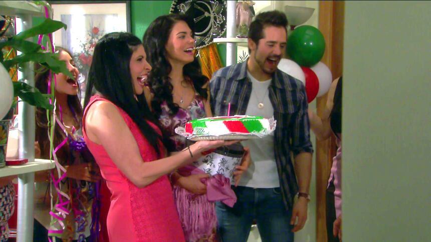 ¡Fiesta, Fiorella festejó su cumpleaños! 0AAC38A3E17F40188003BBECA8E7E76...