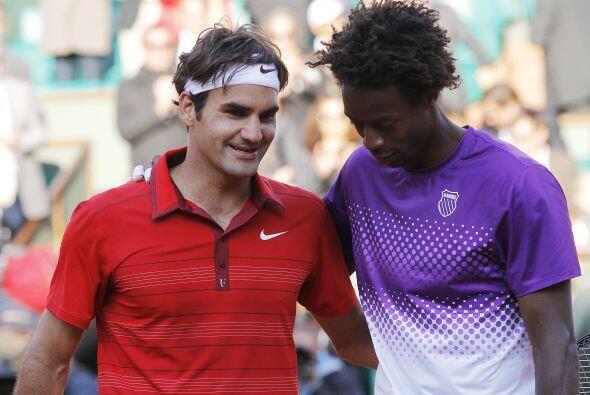 Federer (N.3) derrotó 6-4, 6-3 y 7-6 (7/3) a Monfils (N.9) en la cancha...