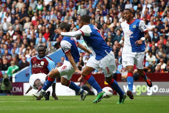 Los delanteros del Aston Villa aprovecharon todos los errores de los def...