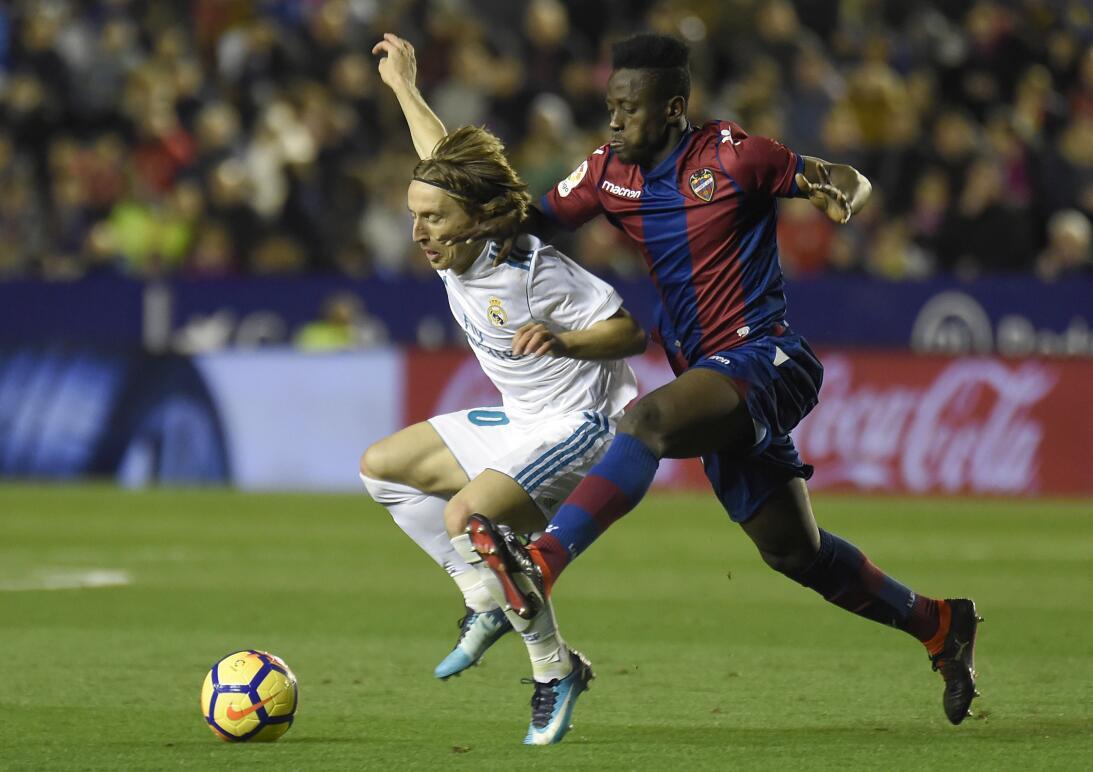 En Fotos: El Real Madrid toca fondo tras empate de último minuto en casa...