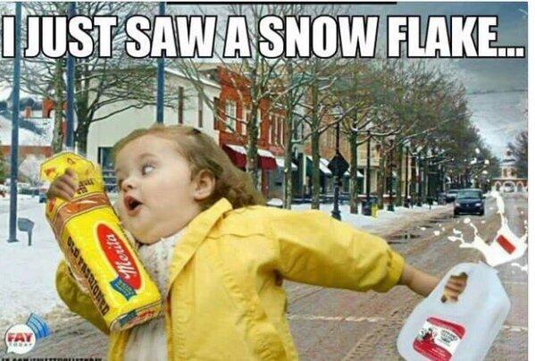 La gente no pierde el humor ante el terrible clima.