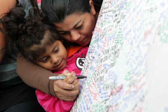 Una madre hispana deja su mensaje, junto a su hija. Más videos de Chisme...