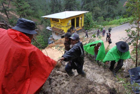 Según Blake a ese poblado en ese poblado trabajan en labores de rescate...