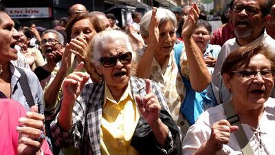 Jubilados en Venezuela protestan contra el nuevo sistema para cobrar sus pensiones