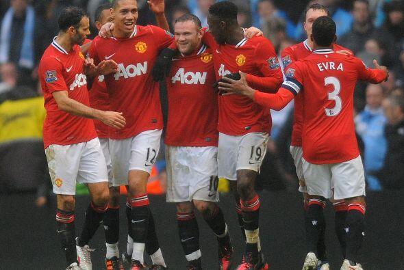Sus compañeros felicitaron al capitán, pues ese resultado les hacía sent...